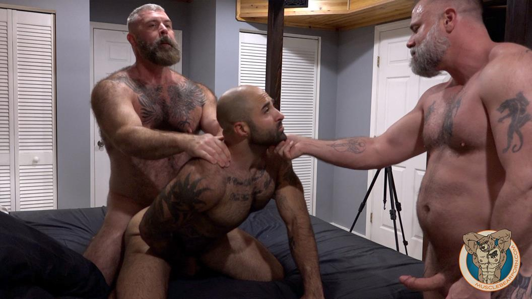 MuscleBearPorn – Atlas Plugged – Atlas Grant, Liam Angell & Will Angell