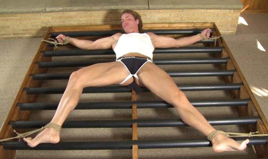 RopedStuds – Porn star Chris roped and helpless for the first time