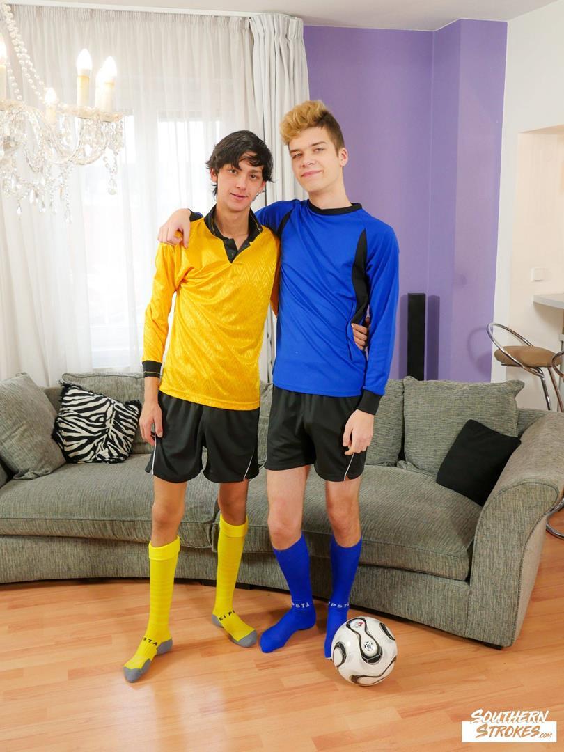 SouthernStrokes - Soccer Kit Apology - Axel Bolt, Carlos Costa SouthernStrokes