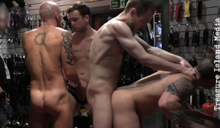 TimFuck – Russ Magnus Gangbang (live Sex Show)