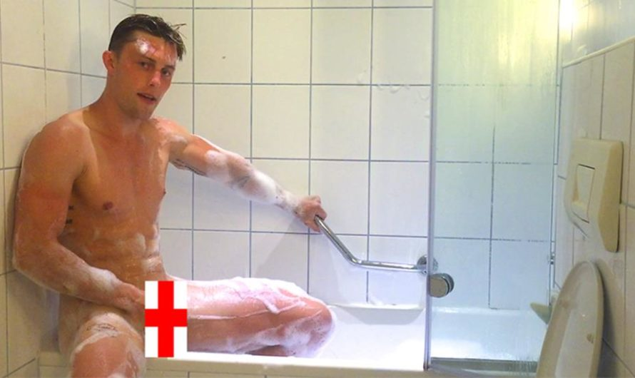 EnglishLads – Cameron Donald Wanks his Big Uncut Cock in a Bath Whilst Traveling around Europe & Squirts Big!