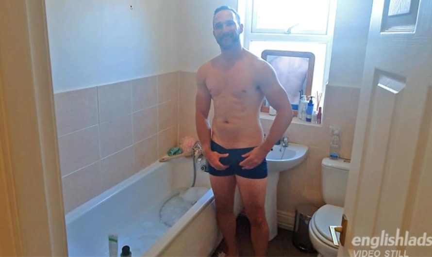 EnglishLads – Rich Wills Wanks his Big Uncut Cock whilst having a Bath