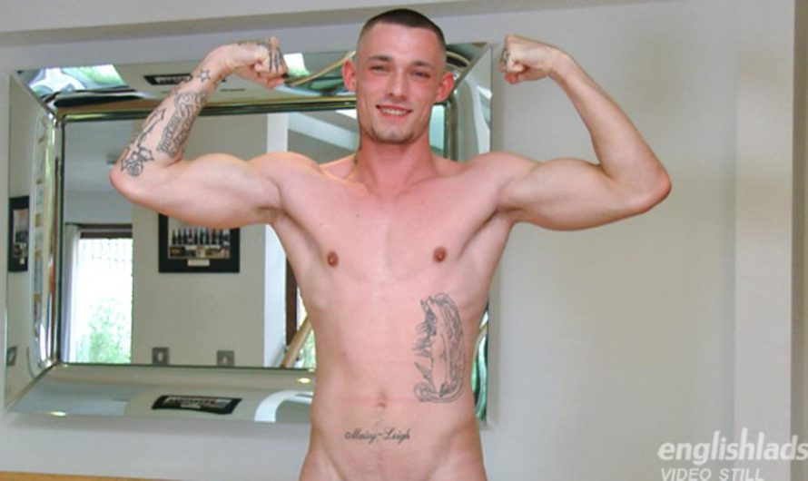 EnglishLads – Young Straight Boxer Dave Loxley Shows off his Muscles