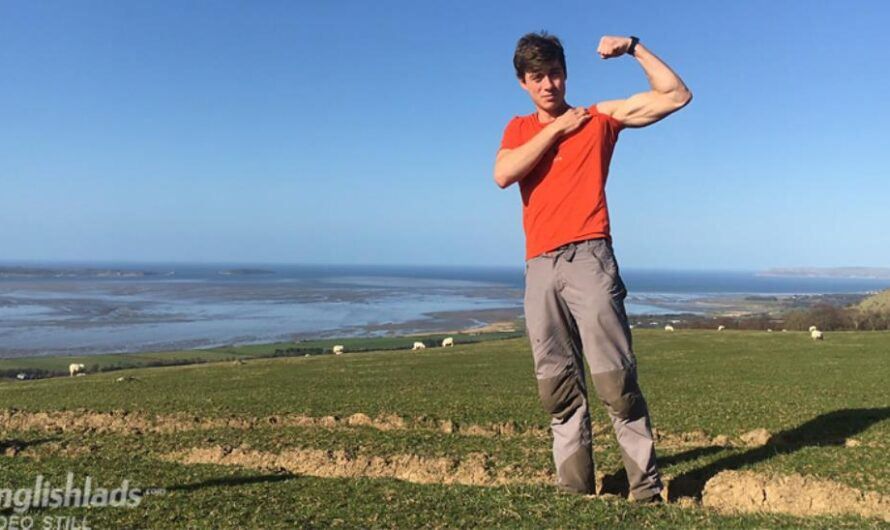 EnglishLads – Henry Kane Wanks his Uncut Cock Whilst Walking in the Welsh Mountains!