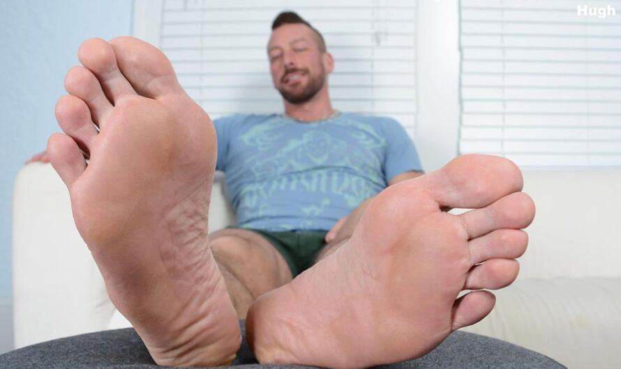 MyFriendsFeet – Hugh's Size 12 Feet – Hugh Hunter